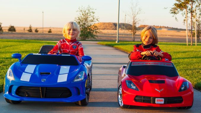 Power Wheels Racing - Corvette Stingray vs SRT Viper